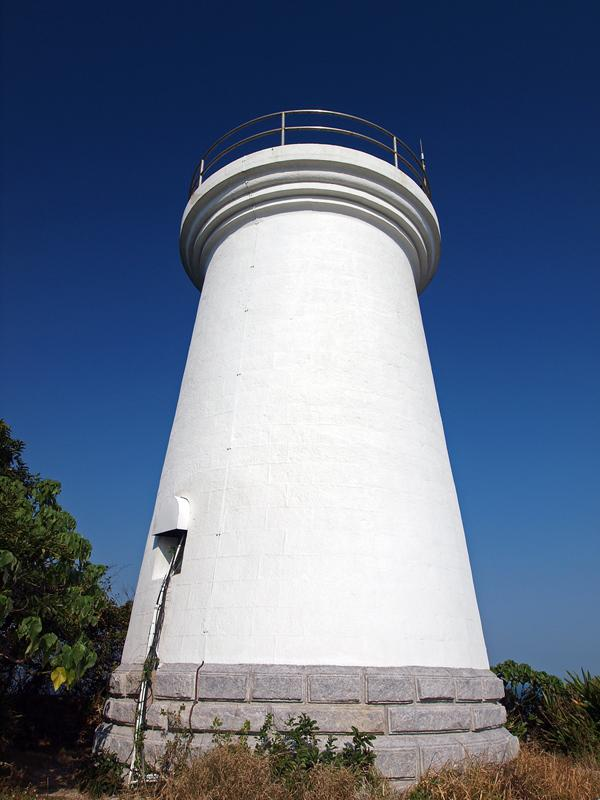 Pre-war Lighthouse at Cape d'Aguilar Marine Reserve 鶴咀海岸保護區燈塔