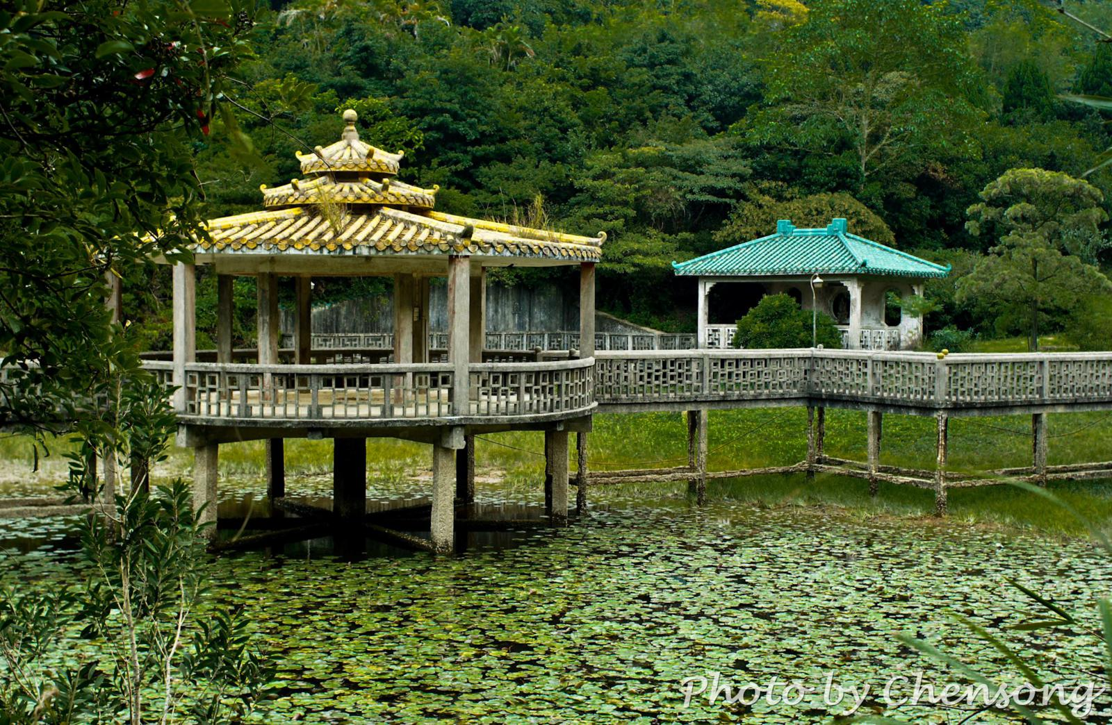 Lung Tsai Ng Yuen 龍仔悟園 at Lantau Trail near Keung Shan