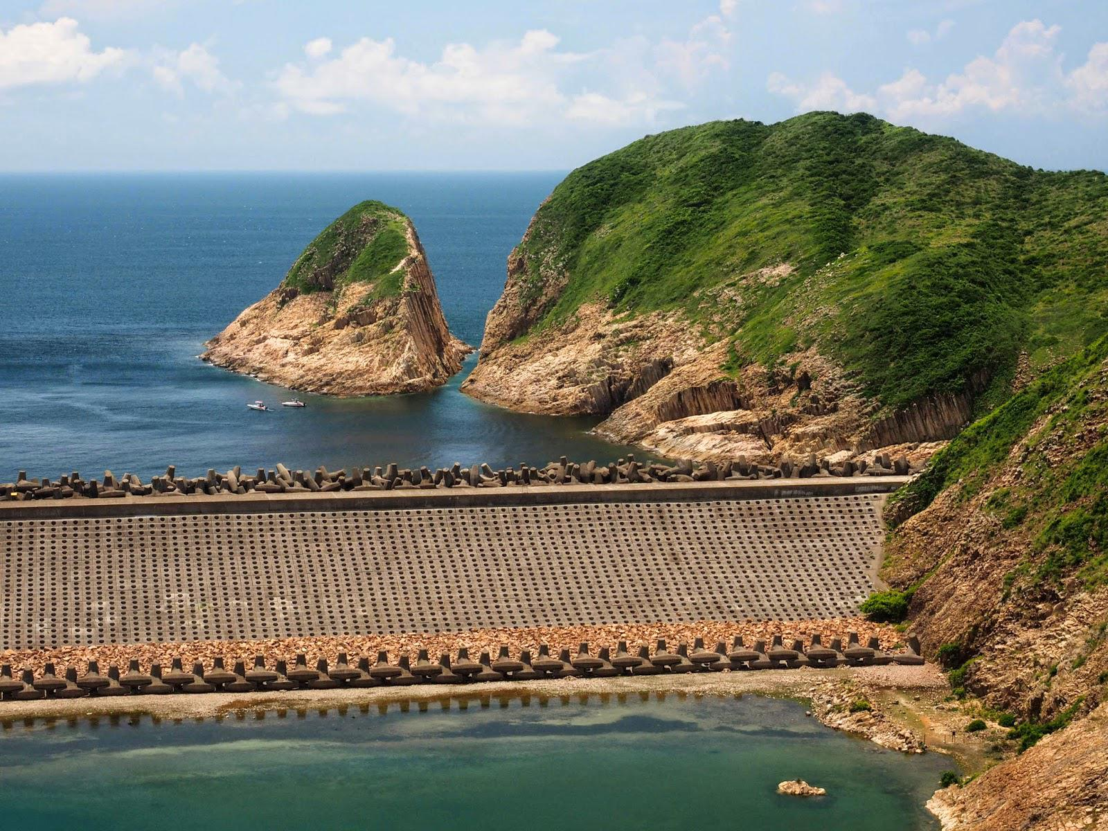 Po Pin Chau Sea Stack seen from High Island Reservoir (Photo by Matthew Ho)