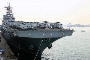 USS Boxer LHD-4 at Victoria Harbor Hong Kong | 水陸兩棲突擊艦USS Boxer(LHD4)