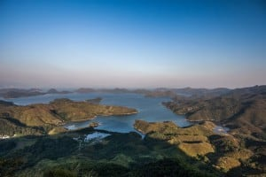 Yan Chau Tong Marine Park seen from Tiu Tang Lung
